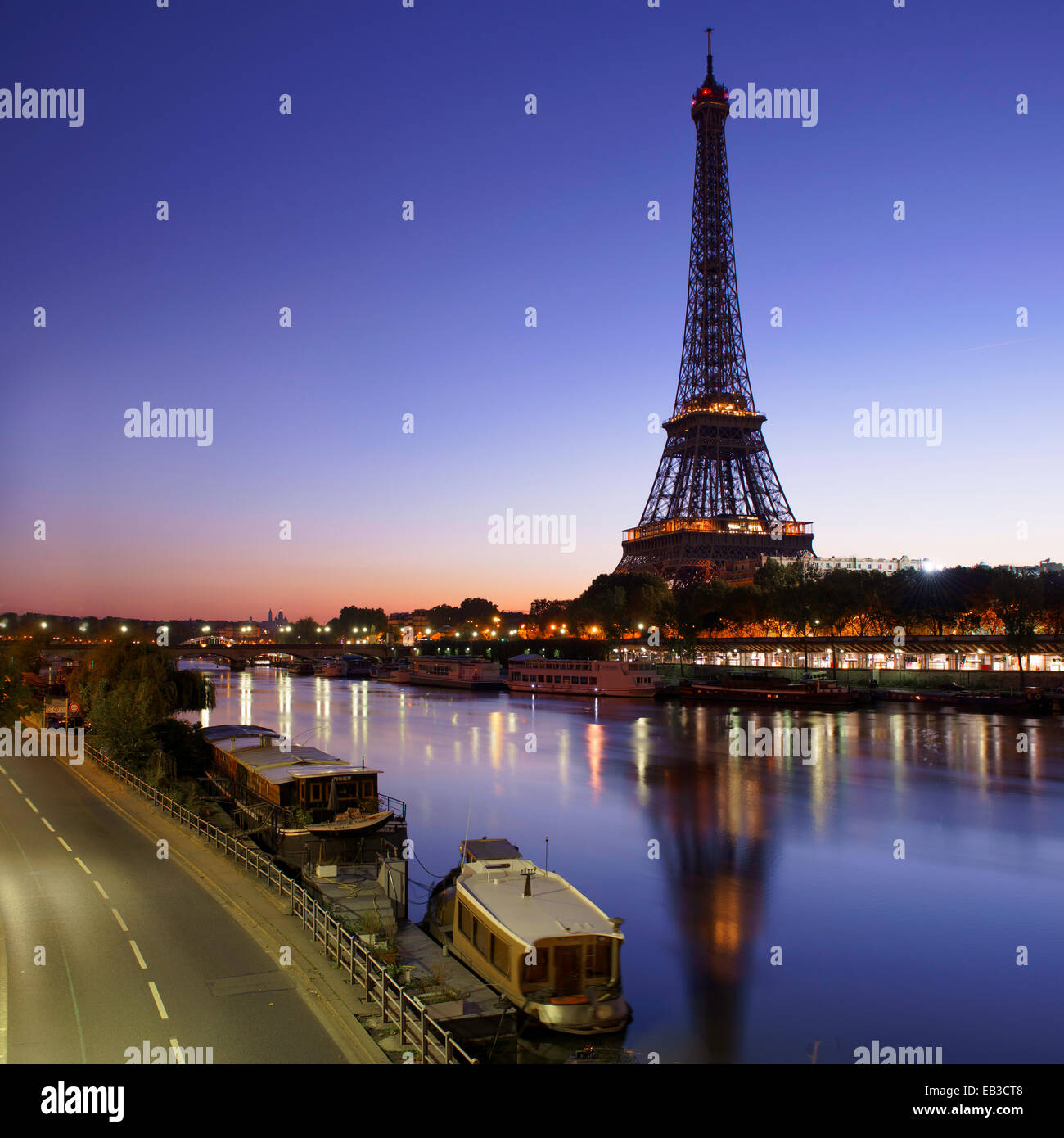 France, Paris, Eiffel Tower seen from across Seine River at sunrise - Stock Image