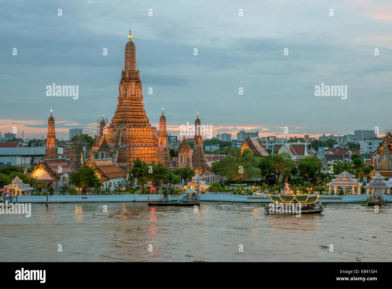 Night view of Wat Arun temple and Chao Phraya River, Bangkok, Thailand Stock Photo