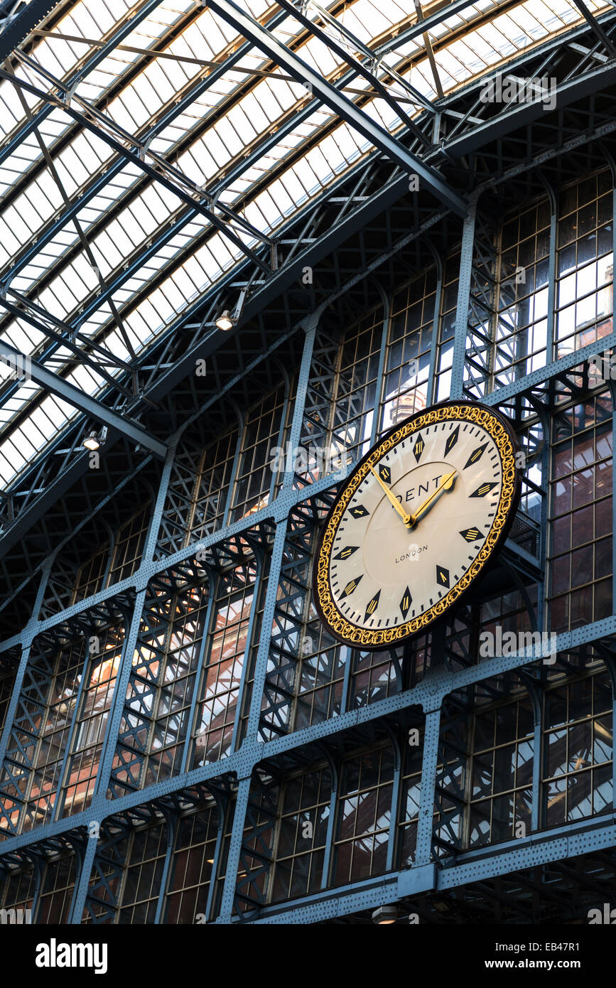 The St Pancras International Clock by Dent in the Barlow Shed, London St Pancras - Stock Image