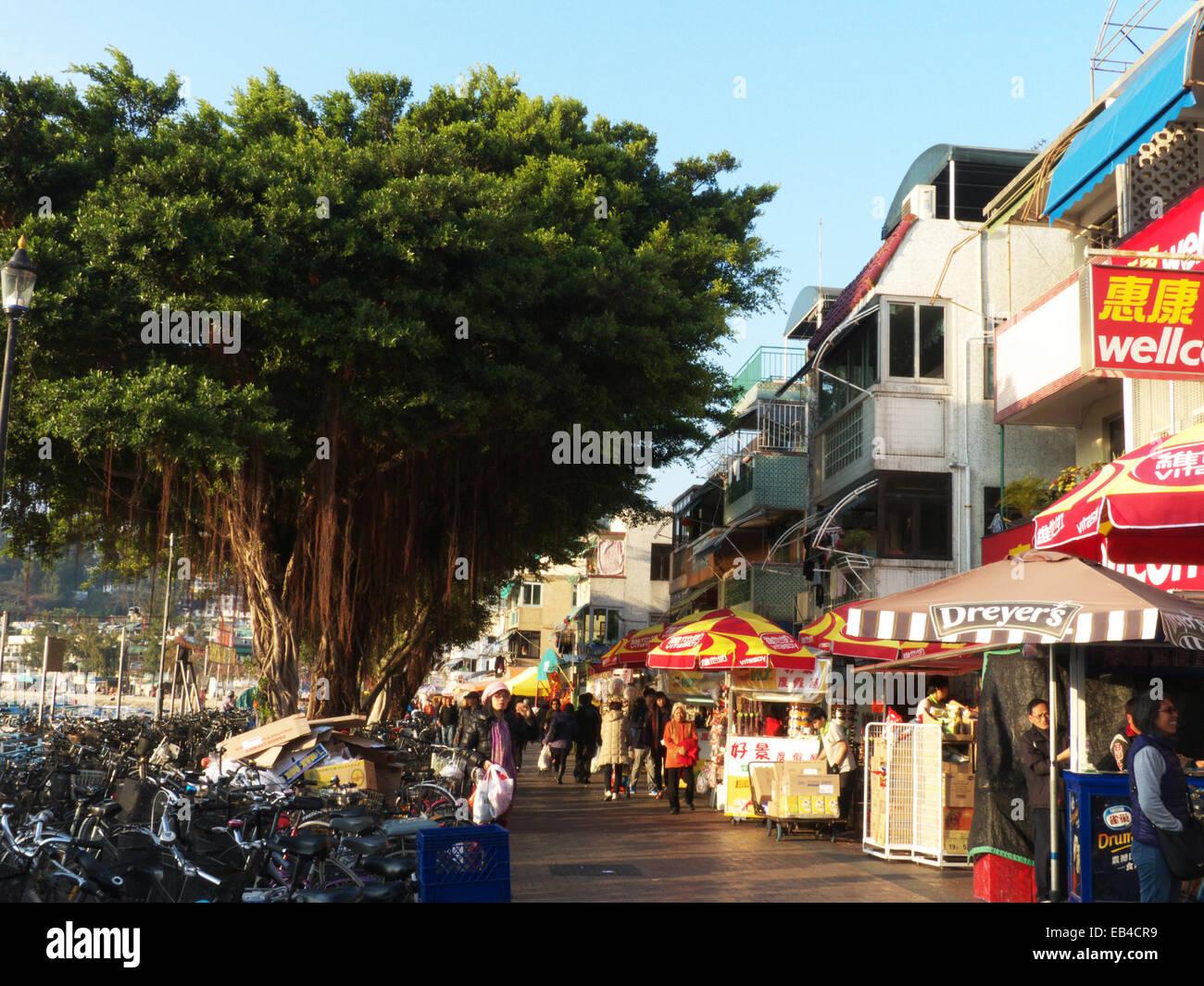 China Hong Kong Cheung Chau Waterfront promenade street scene. - Stock Image