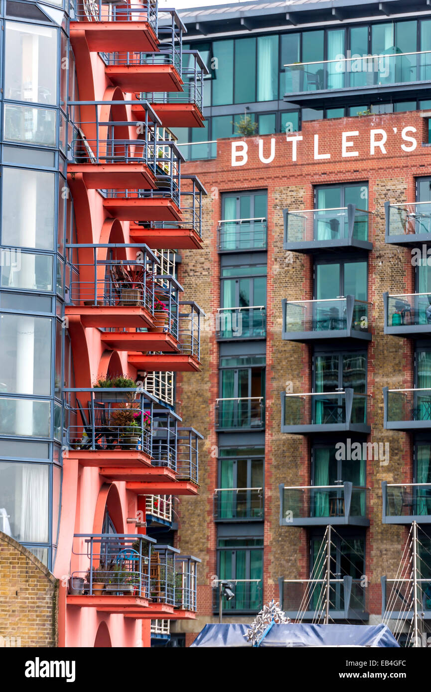 Balconies of converted warehouse flats in Shad Thames, Dockland. - Stock Image