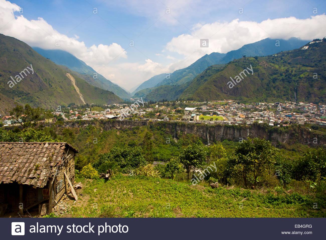 A view of the town of Banos de Agua Santa at the base of the Tungurahua volcano. - Stock Image