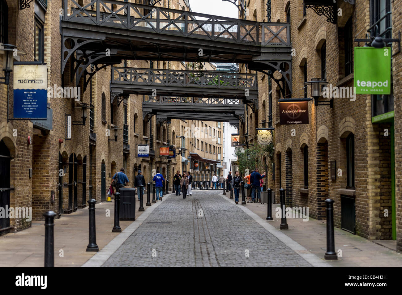 Converted warehouses in Shad Thames, Bermondsey, South East London, part of the Docklands redevelopment - Stock Image