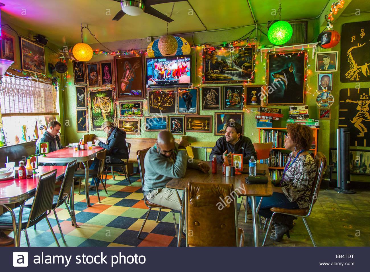 The Bottletree restaurant brings vegan and regular fare and live music to Birmingham's Avondale neighborhood. - Stock Image