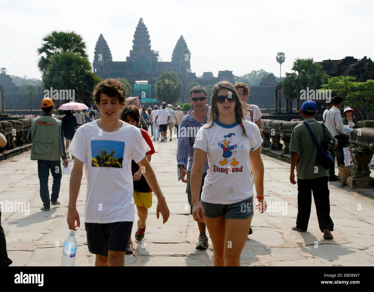 Phnom Penh, Cambodia. 26th Nov, 2014. Tourists walk at Angkor Wat Temple in Siem Reap province, Cambodia, on Nov. - Stock Image