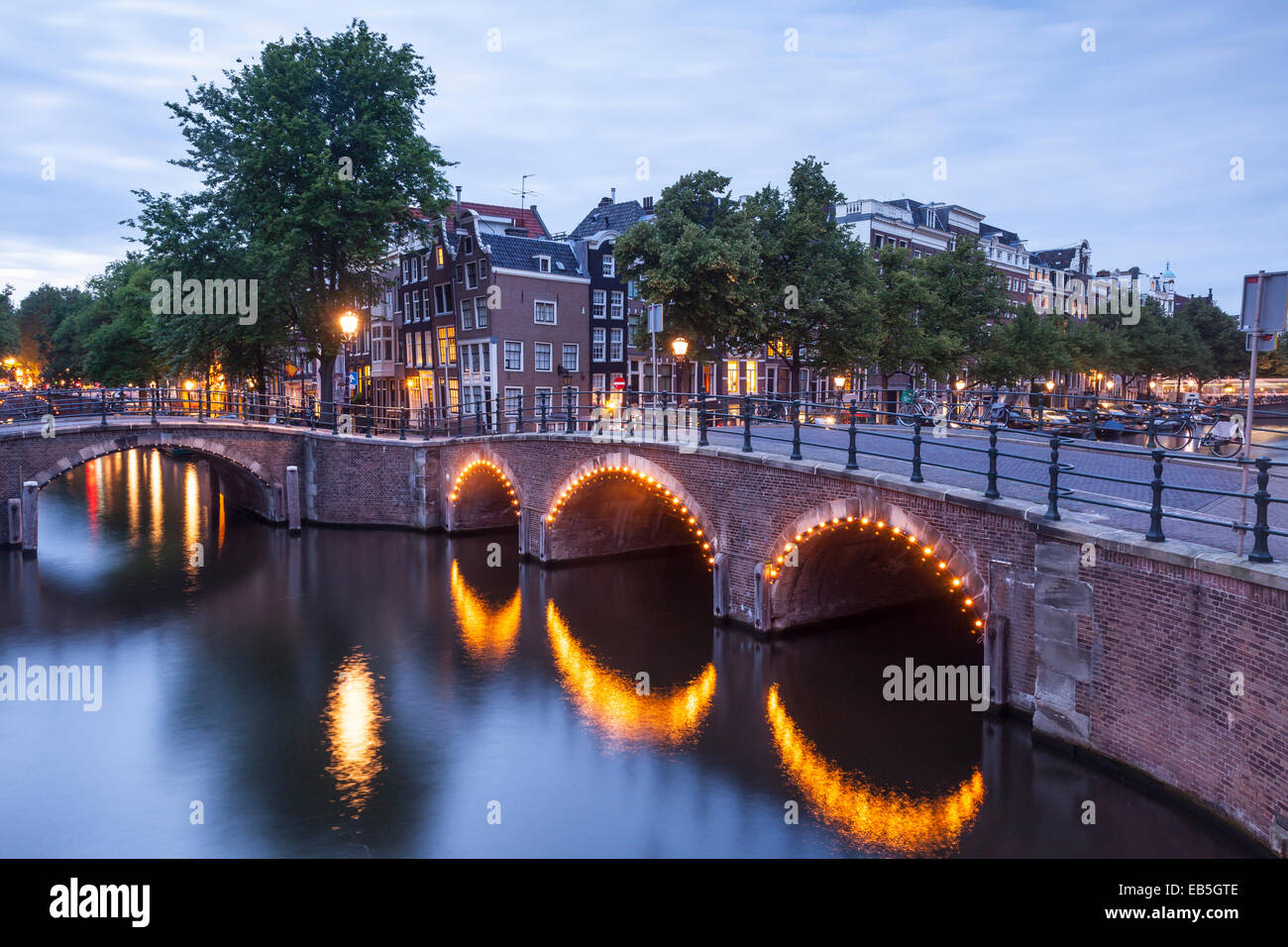 Reguliersgracht Canal at night. The historic centre of Amsterdam and its canals have been designqted a World Heritage - Stock Image