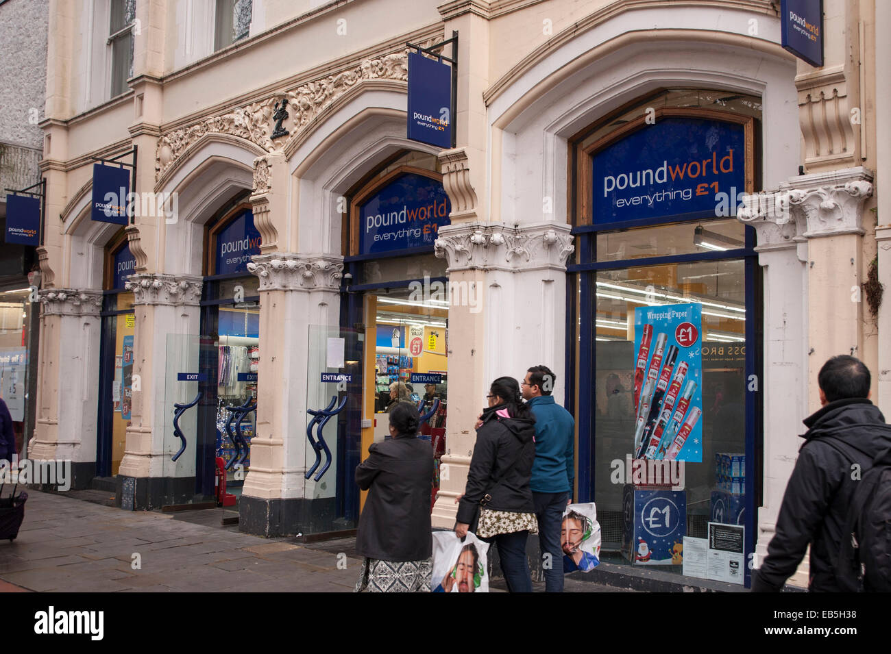 Watford, Hertfordshire, UK. 26th November, 2014.  Discount stores, selling products for £1 or less, help to - Stock Image