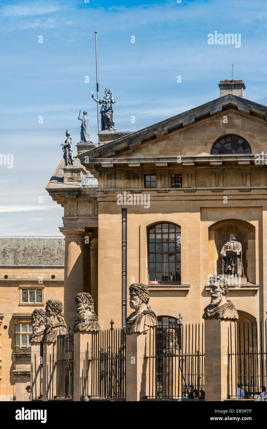 The Clarendon Building and decorative stone heads outside the Sheldonian Theatre Stock Photo