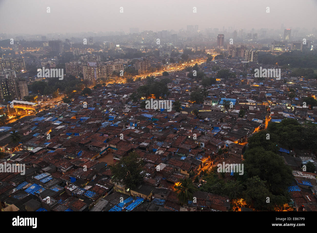An view over a slum in Jogeshwari - Goreagaon East area in the suburbs of Mumbai, India. - Stock Image