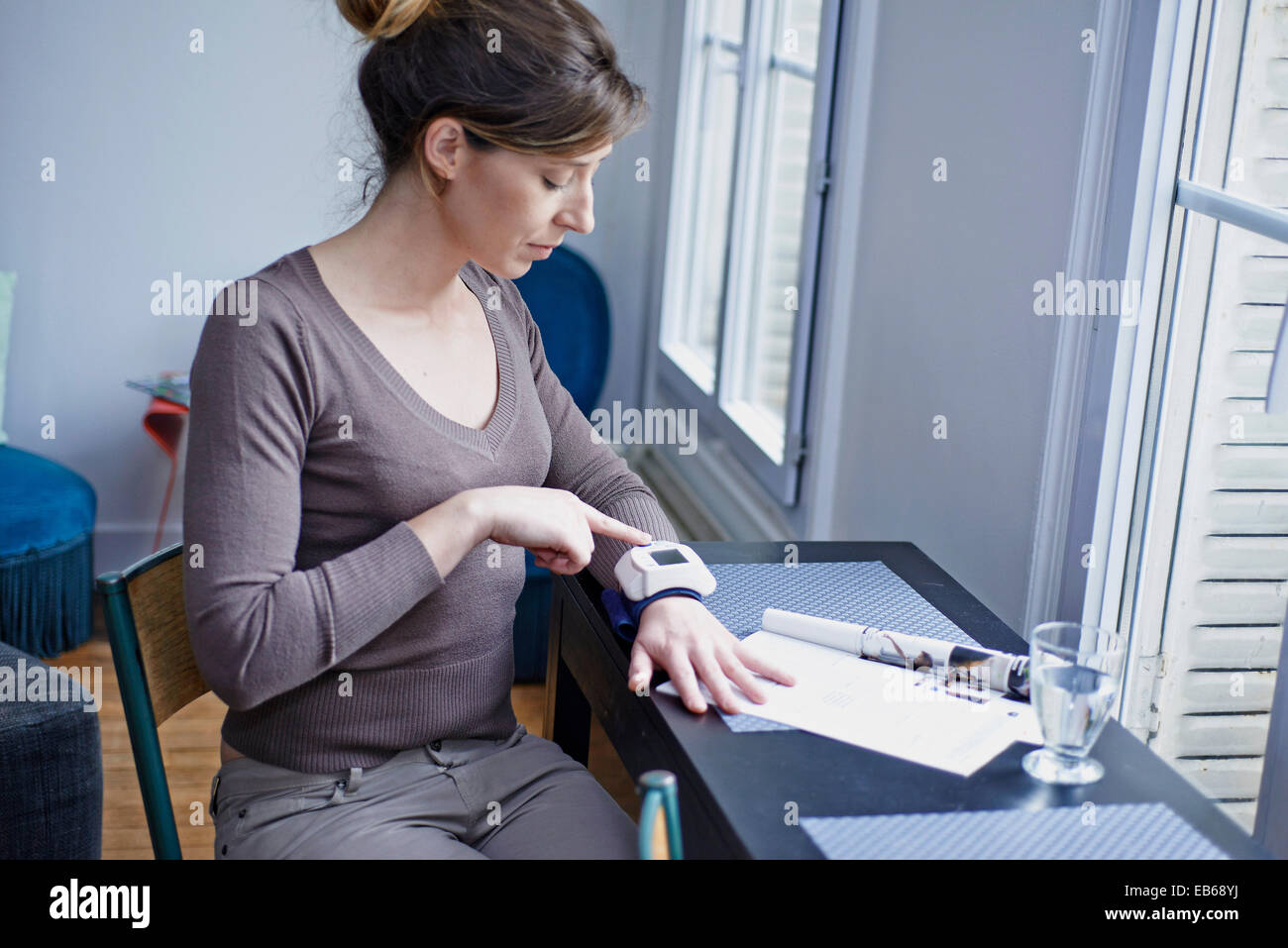 BLOOD PRESSURE, WOMAN - Stock Image