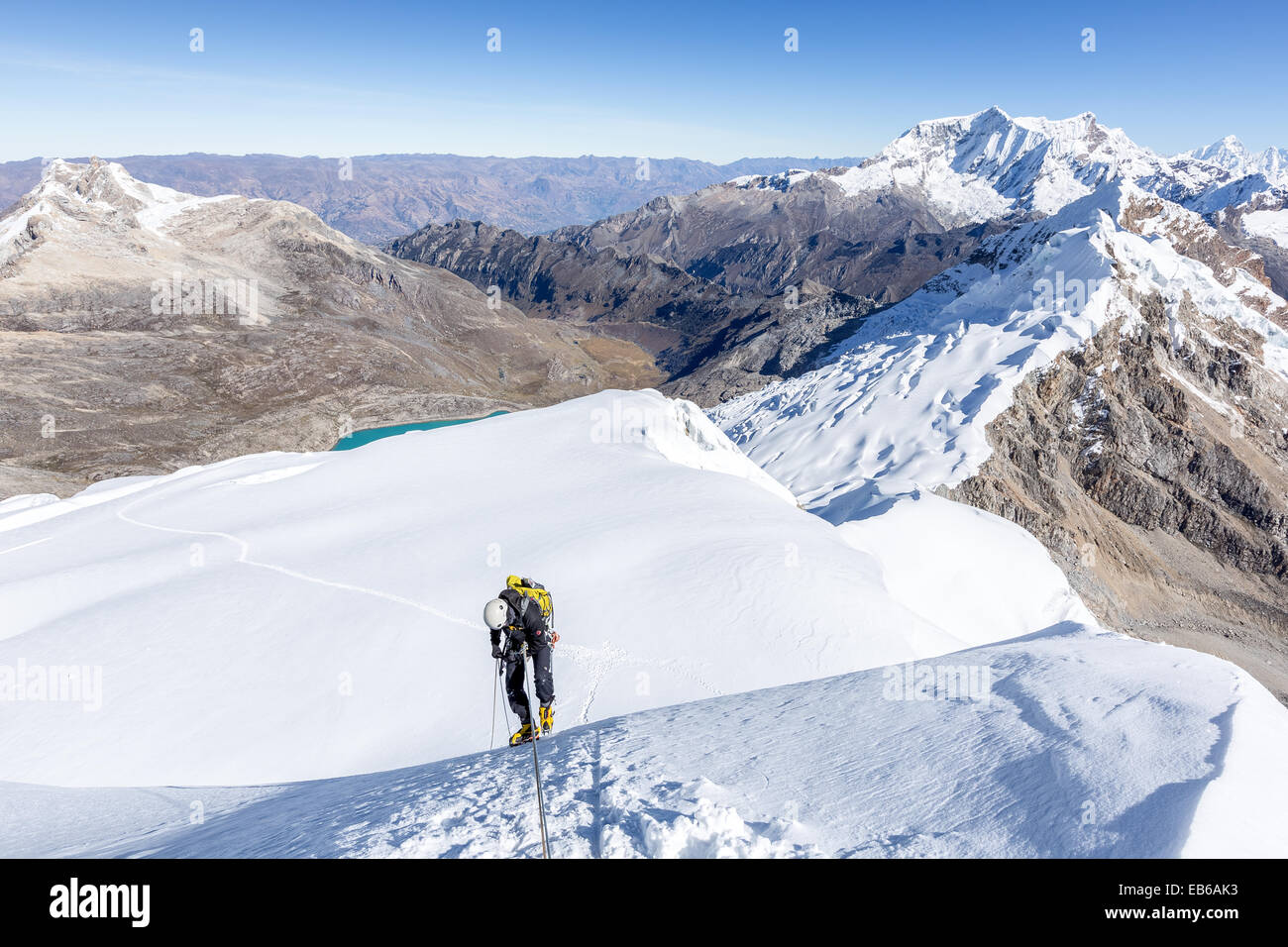 Rappelling from Tocllaraju (6032m), Ishinca valley, Cordillera Blanca, Andes, Peru, South America - Stock Image