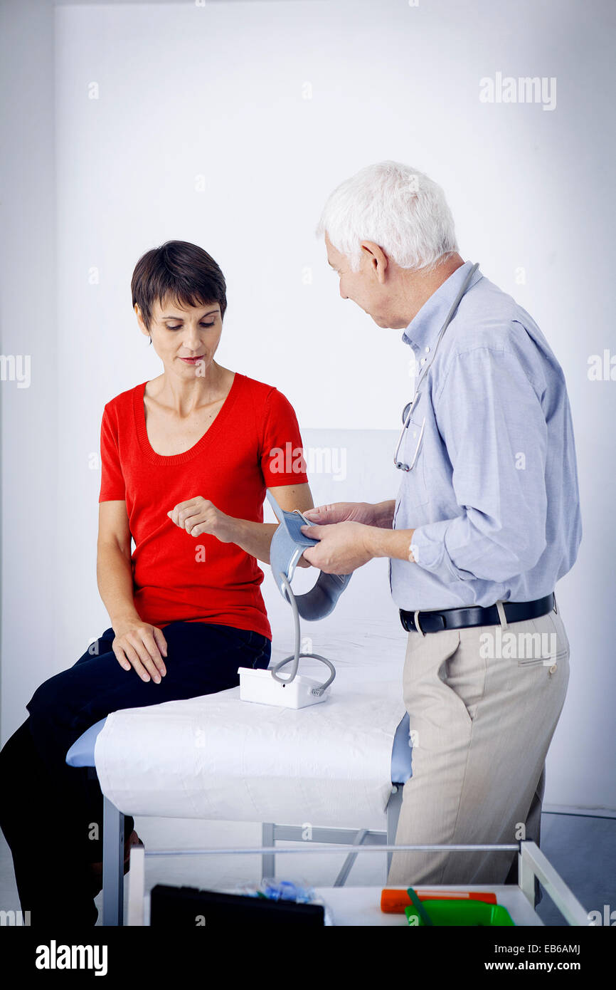 BLOOD PRESSURE, WOMAN - Stock Image