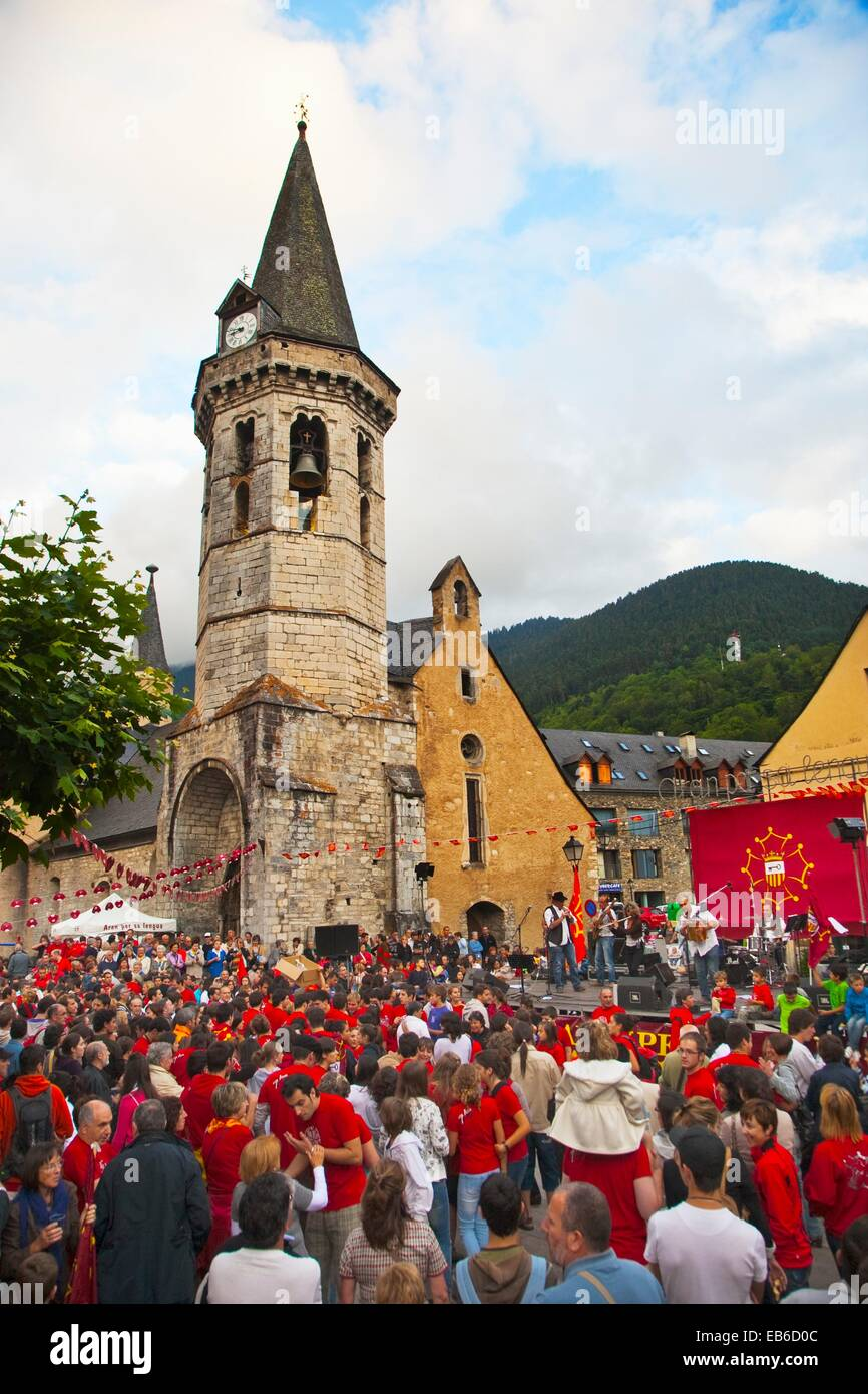 Church Sant Miquel  ´ Party Aran per sa lengua´ in defence ´aranes´ language  Romanesque church - Stock Image