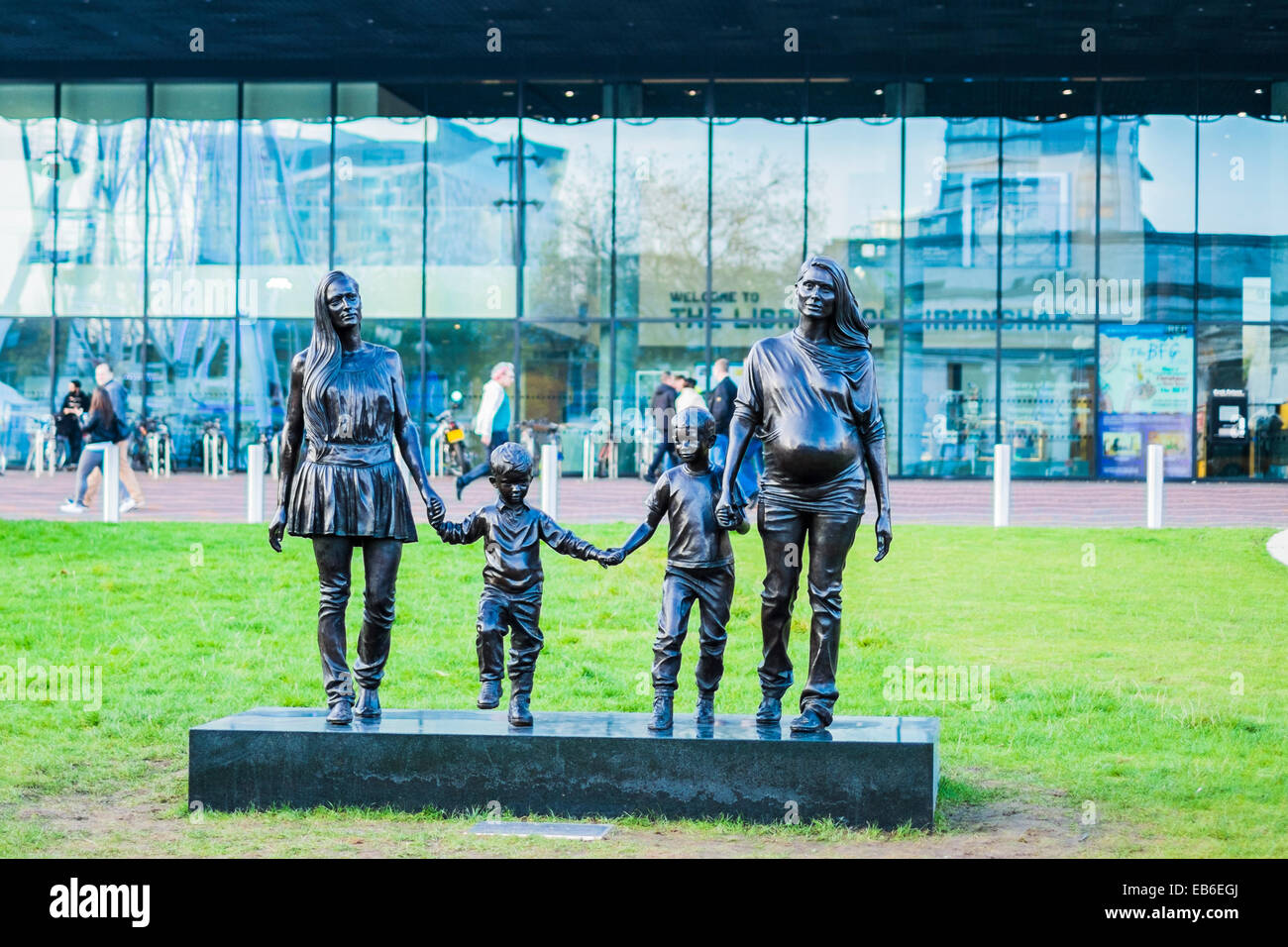 A Real Birmingham family Bronze Statue - Stock Image