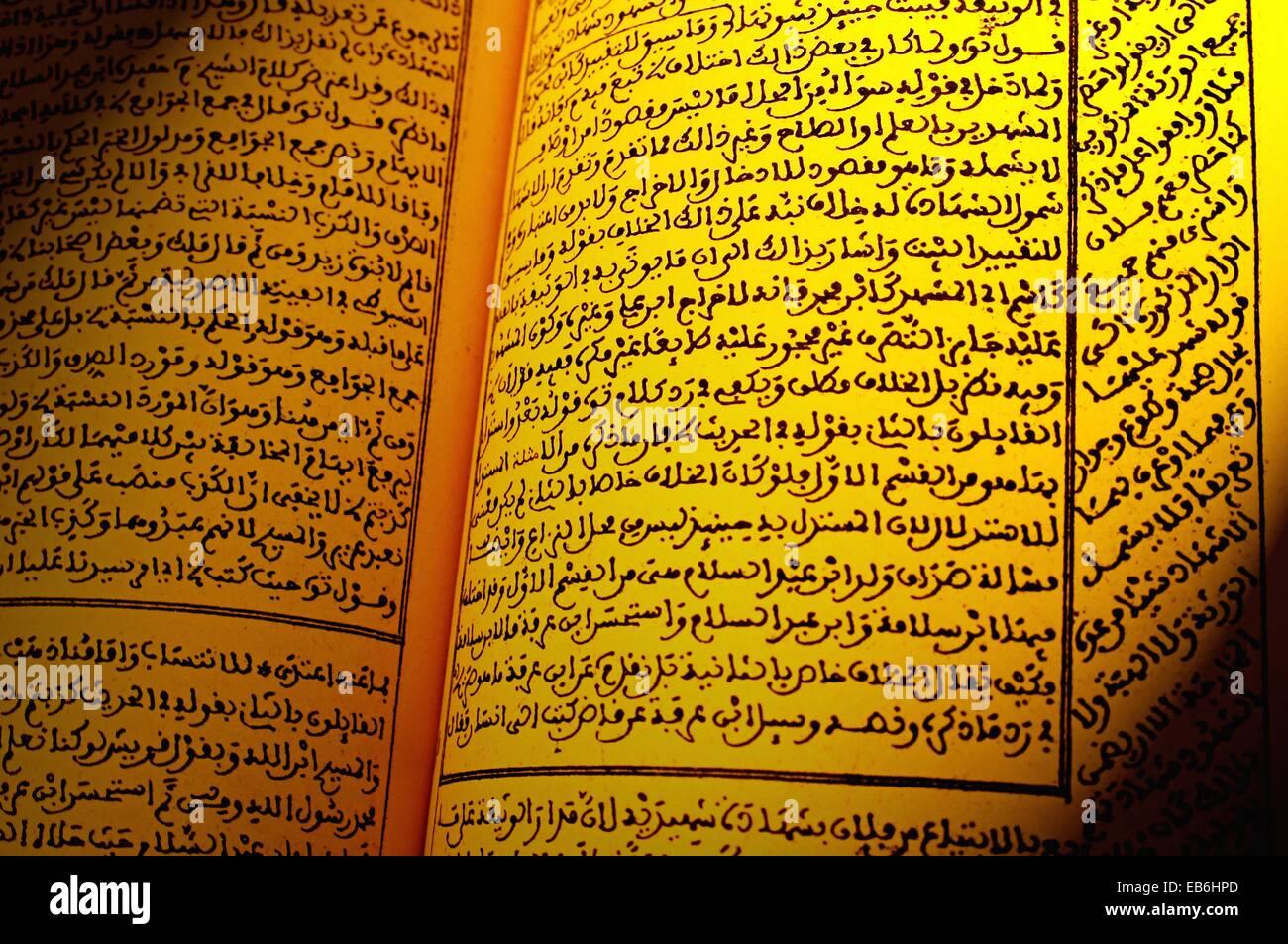 Book by scholar and profesor Sisi Abdeslam ben Sidi Mohamed el Houari giving explanations to Cheikh Imam Abi El - Stock Image