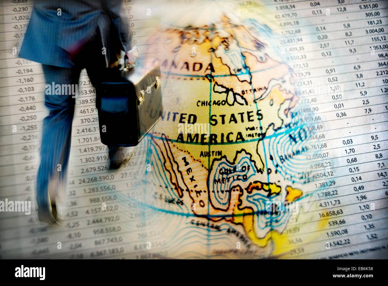 hombres de negocios corriendo sobre mapa de estados unidos e informacion de mercado de valores composicion digital - Stock Image