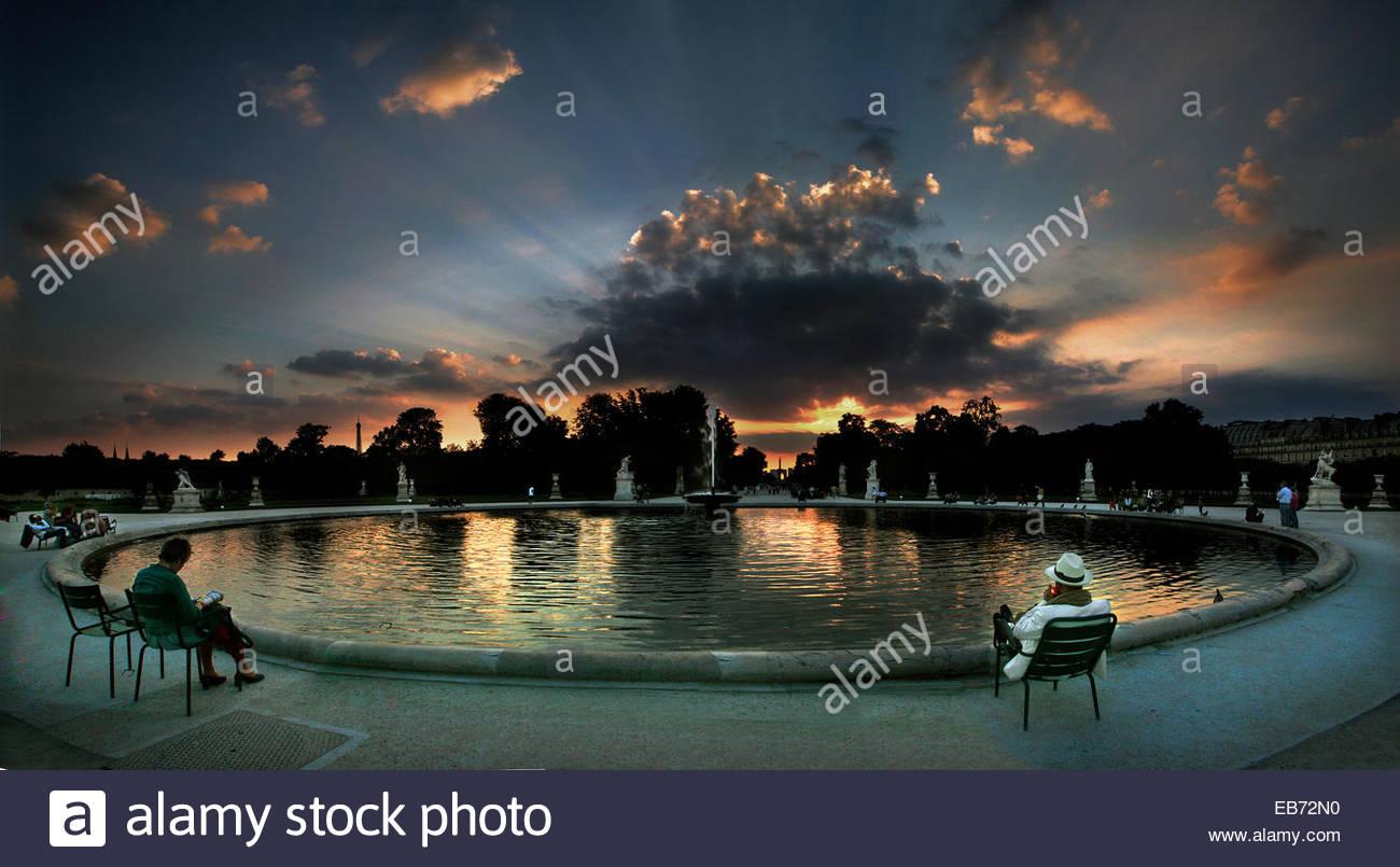 Tuileries park at sunset, Paris. - Stock Image
