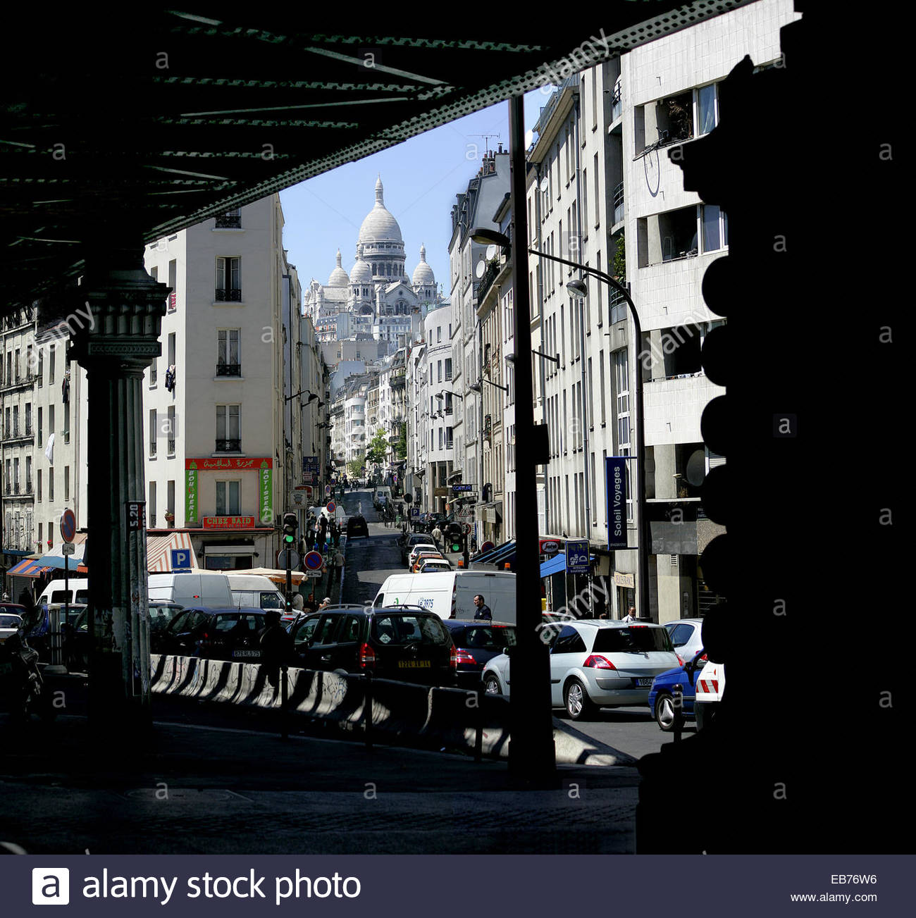 Aerial subway and rue de Chartres in front of the Sacre-Coeur, Paris. - Stock Image