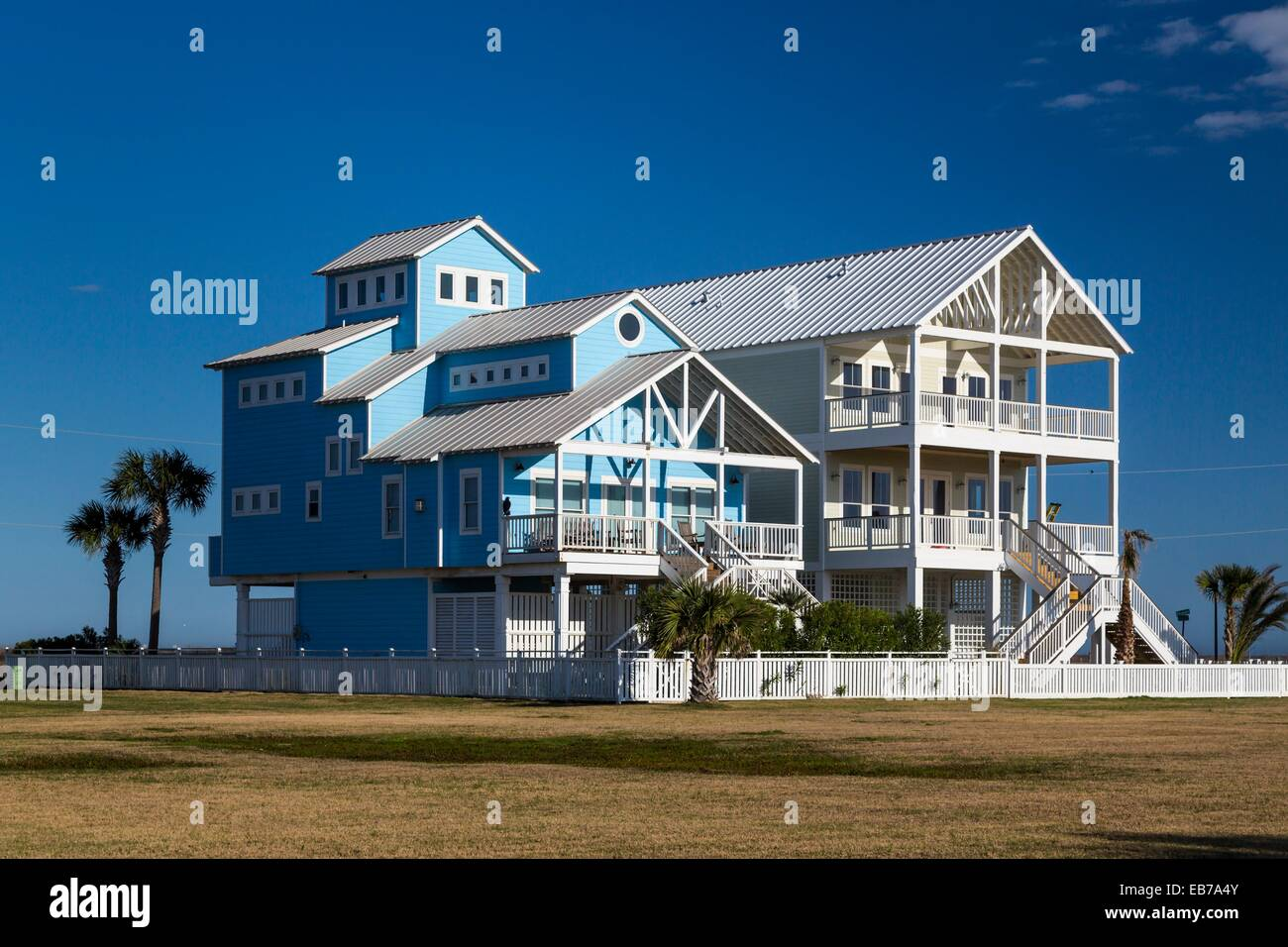 Vacation homes on the gulf of mexico beach on galveston for Coastal home builders texas