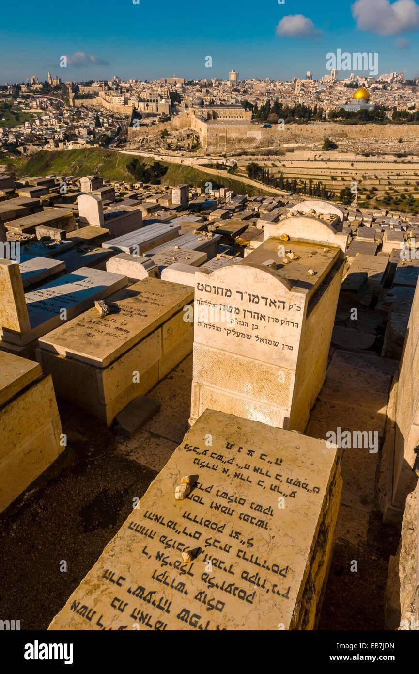 Gravestones 150,000 graves Jewish Cemetery on the Mount of Olives with the Dome of the Rock on the Temple Mount - Stock Image