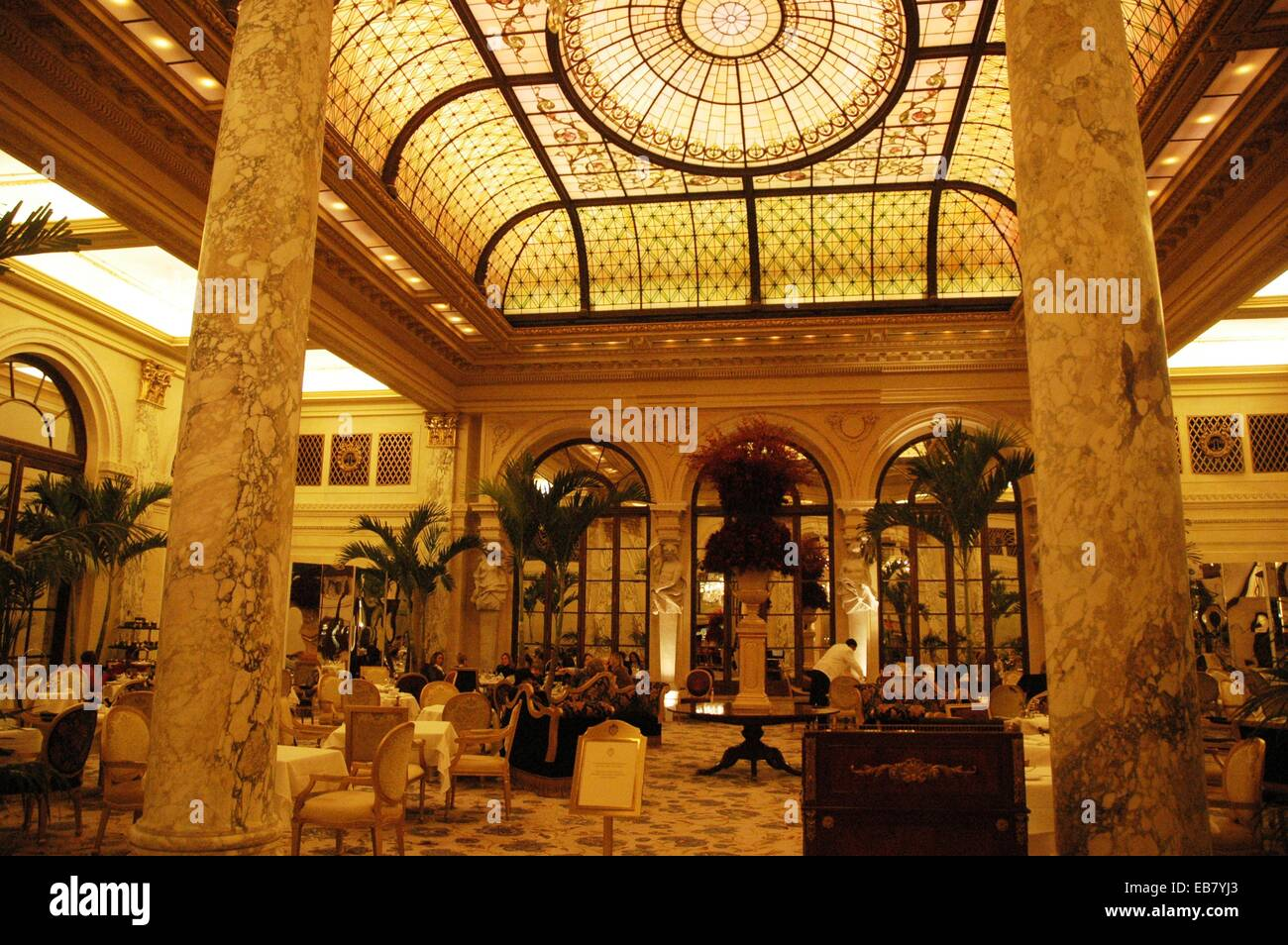 new york city the palm court plaza hotel manhattan stock photo 75778027 alamy. Black Bedroom Furniture Sets. Home Design Ideas
