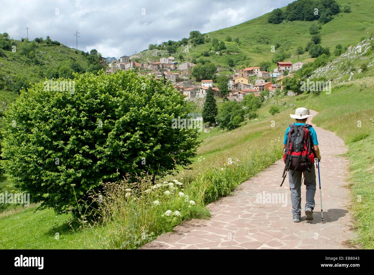 Hikers walking up to Tresviso small village in Picos de Europa National Park by historic Urdón path from La - Stock Image