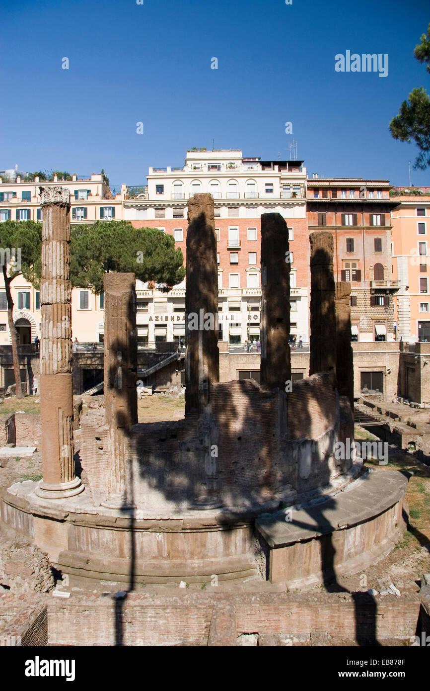 Anciente circular temple, Area Sacra Argentina, Largo Torre Argentina, Rome - Stock Image