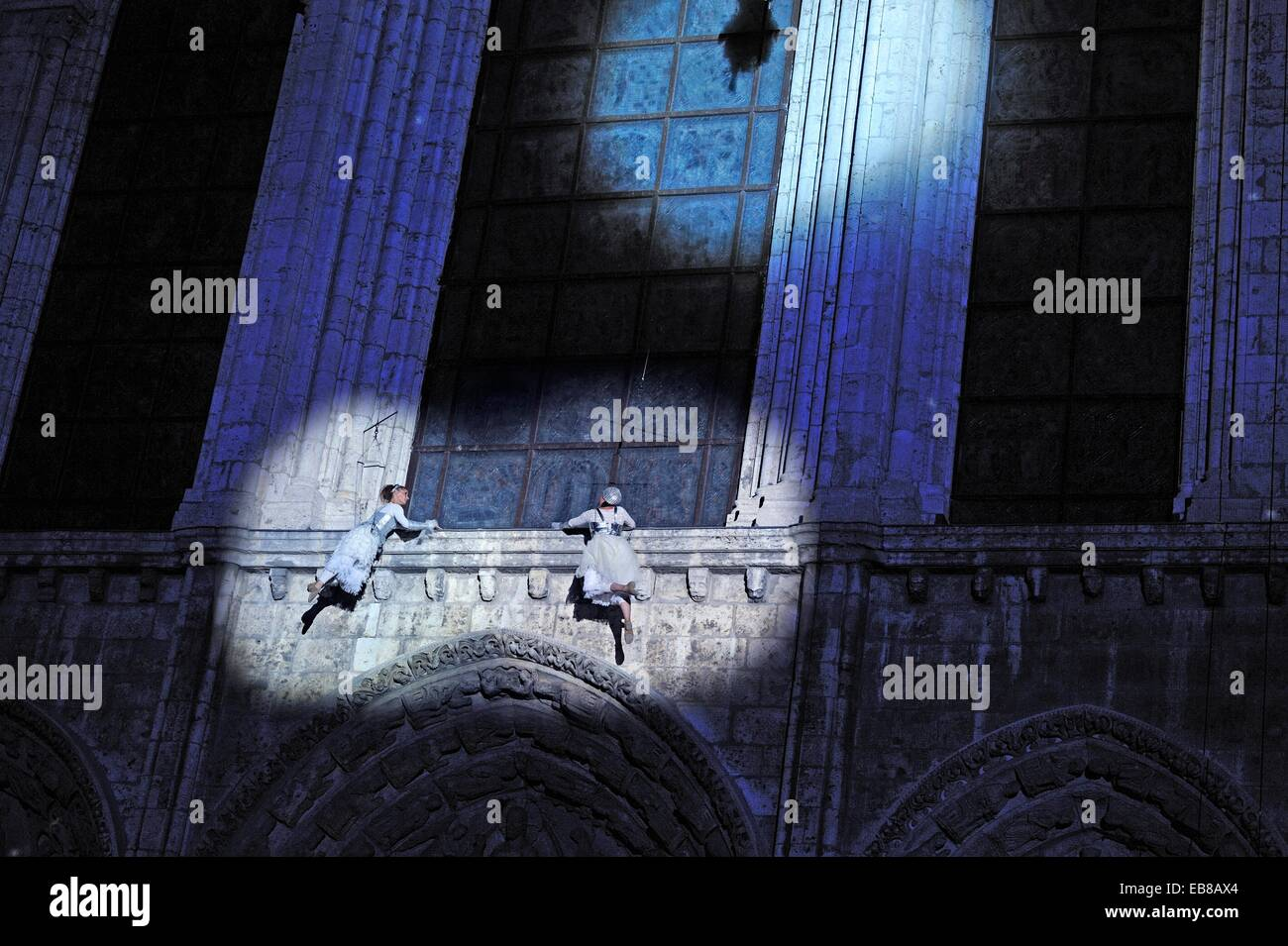 acrobatic and poetic dance show on the Royal portal by the Motus Modules Company illumination on the west facade - Stock Image