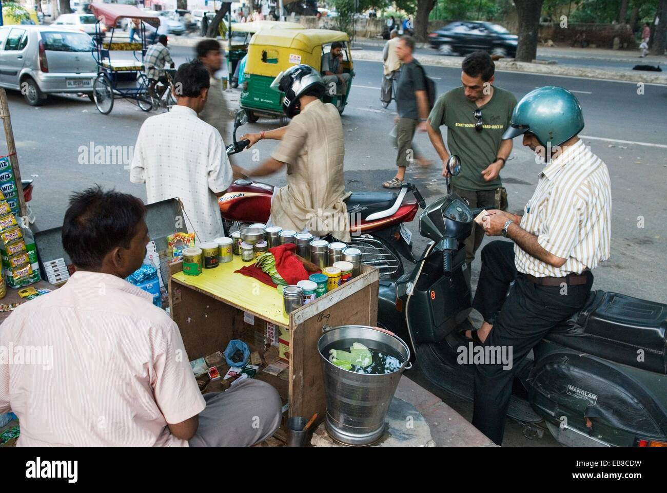 paan, betel leaf, vendor in a street of Delhi, India, Asia - Stock Image