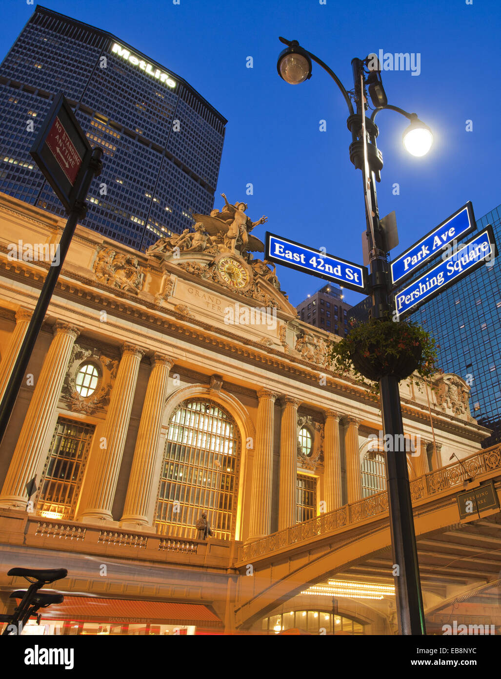 East 42nd Street and Park Avenue street sign Grand Central Station or Grand Central Terminal Pershing Bridge Met - Stock Image