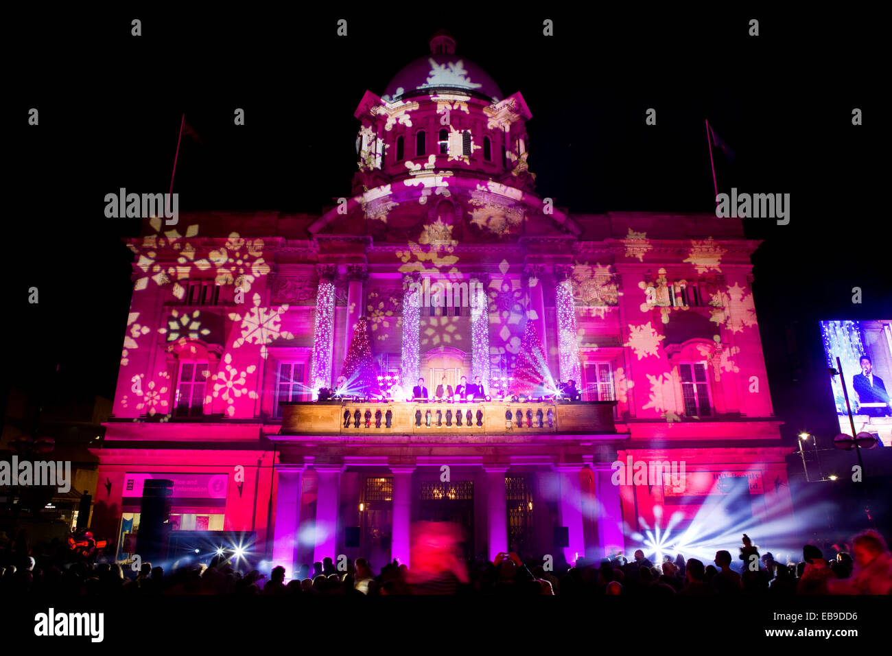 Hull, UK. 27th Nov, 2014. The Christmas lights switch-on event at the City Hall in Queen Victoria Square, Hull, - Stock Image