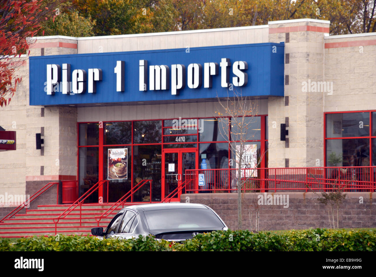 Piier 1 Imports store in Bowie, Maryland - Stock Image