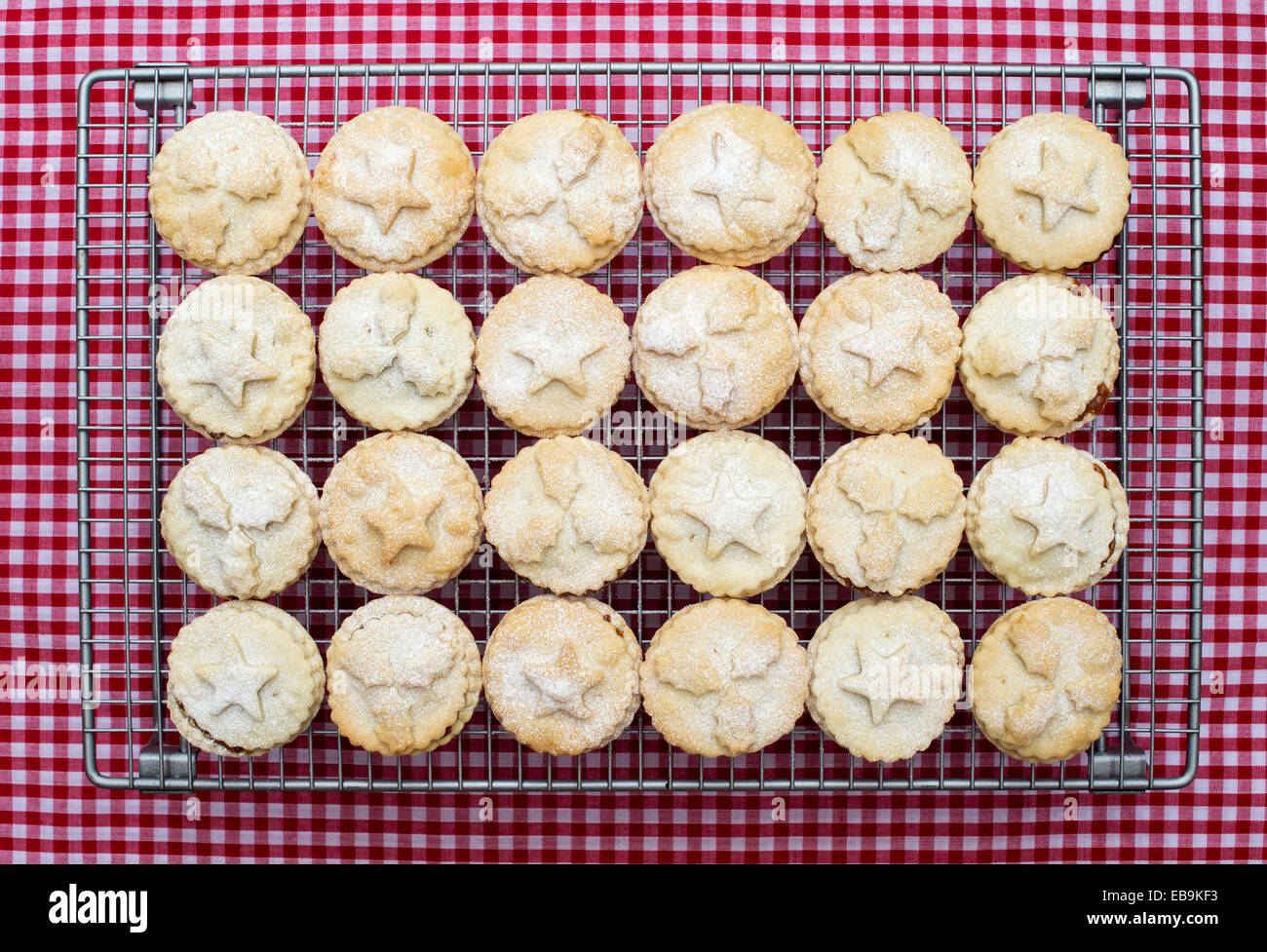 Baked Homemade Christmas mince pies - Stock Image