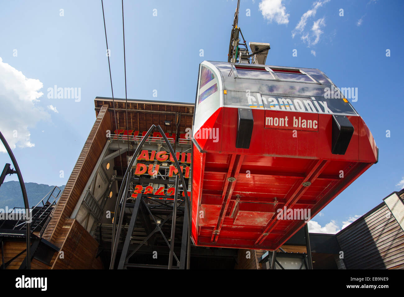 The Aiguille Du Midi cable car above Chamonix, France. - Stock Image