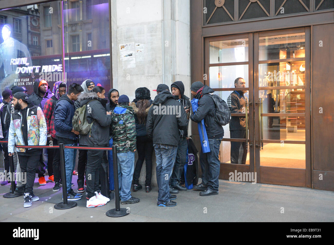 Black Friday Bargain Hunters Queue Outside The Nike Store Waiting To Be Let Inside Credit Matthew Chattle Alamy Live News