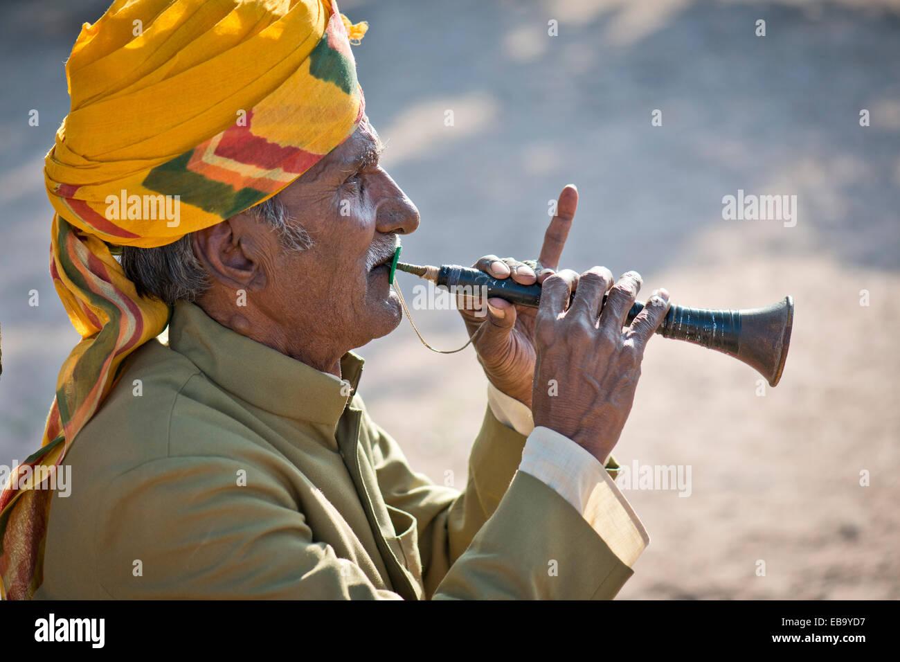 Flute player wearing a yellow turban, Mehrangarh Fort, Jodhpur, Rajasthan, India - Stock Image