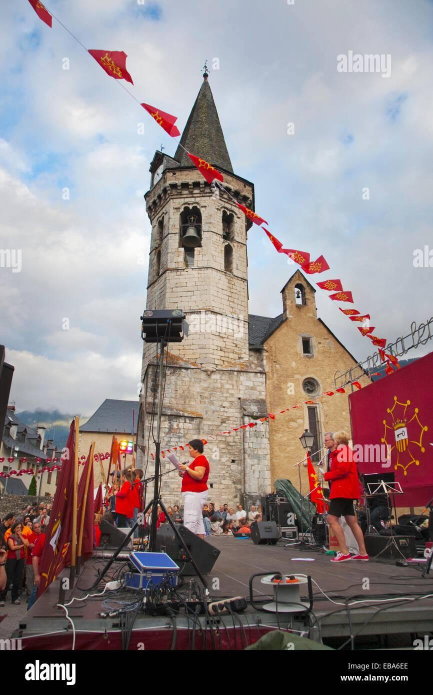 Church of Sant Miquel  ´ Party Aran per sa lengua´ in defence of ´aranes´ language  Romanesque - Stock Image