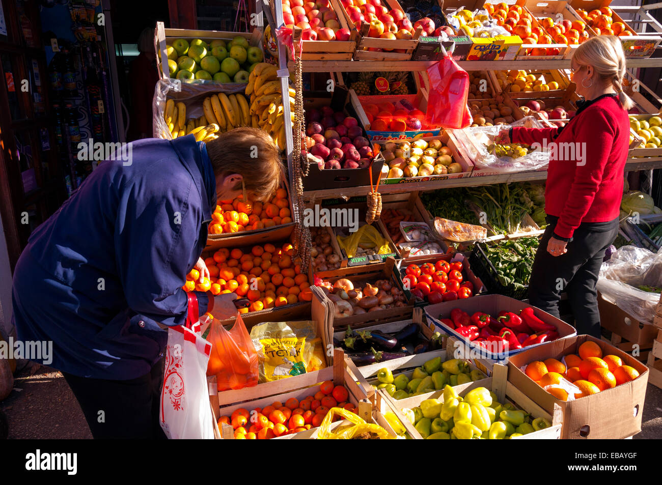 Women buying fruit and vegetables at a shop in Mostar, Bosnia and Herzegovina - Stock Image