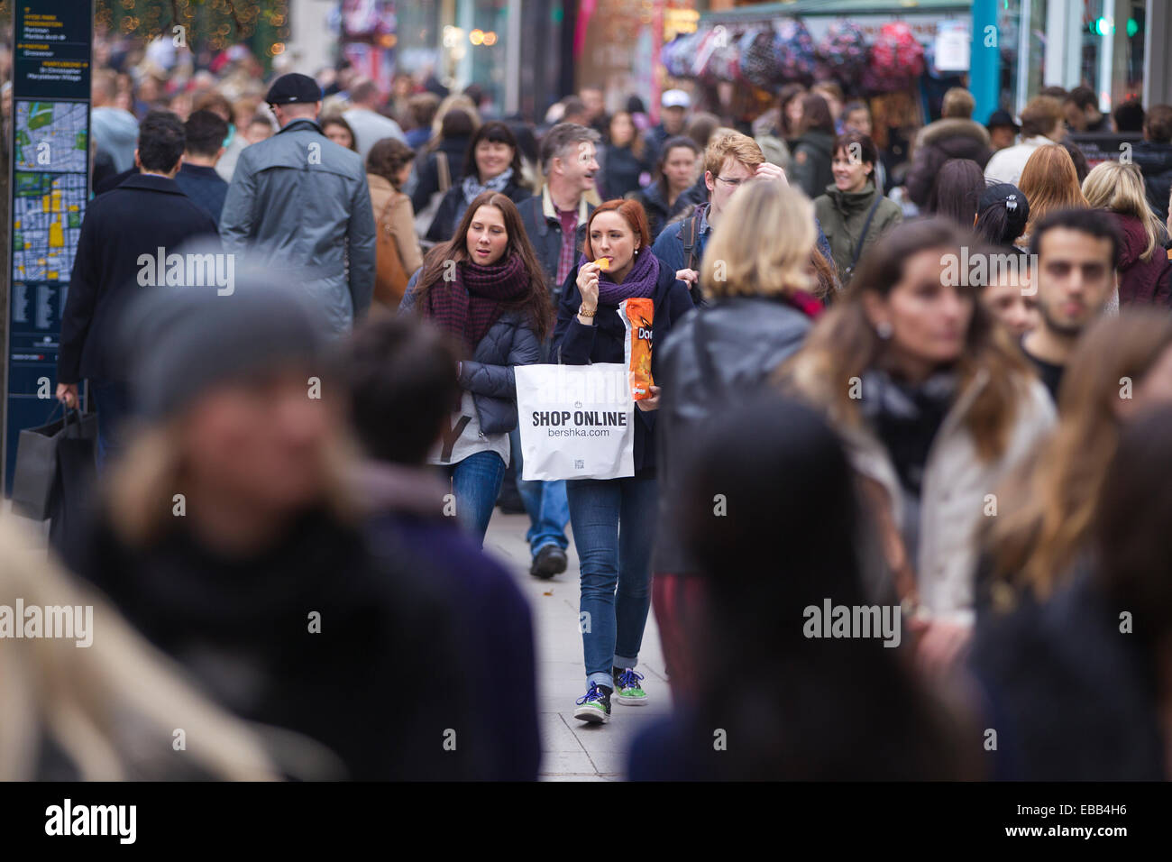 Black Friday, Oxford Street, London, UK 28.11.2014 Pre Christmas shoppers came out in large numbers to Oxford Street, - Stock Image