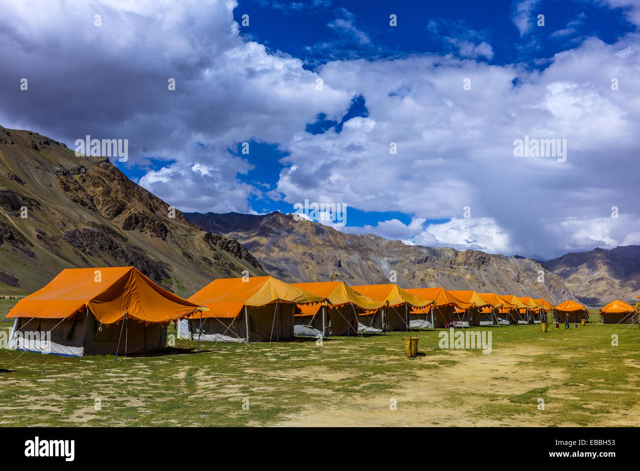 Gold Drop Camp (tented accomodation) at Sarchu The camp (at 14,432 feet) along the so-called Leh-Menali Highway Stock Photo