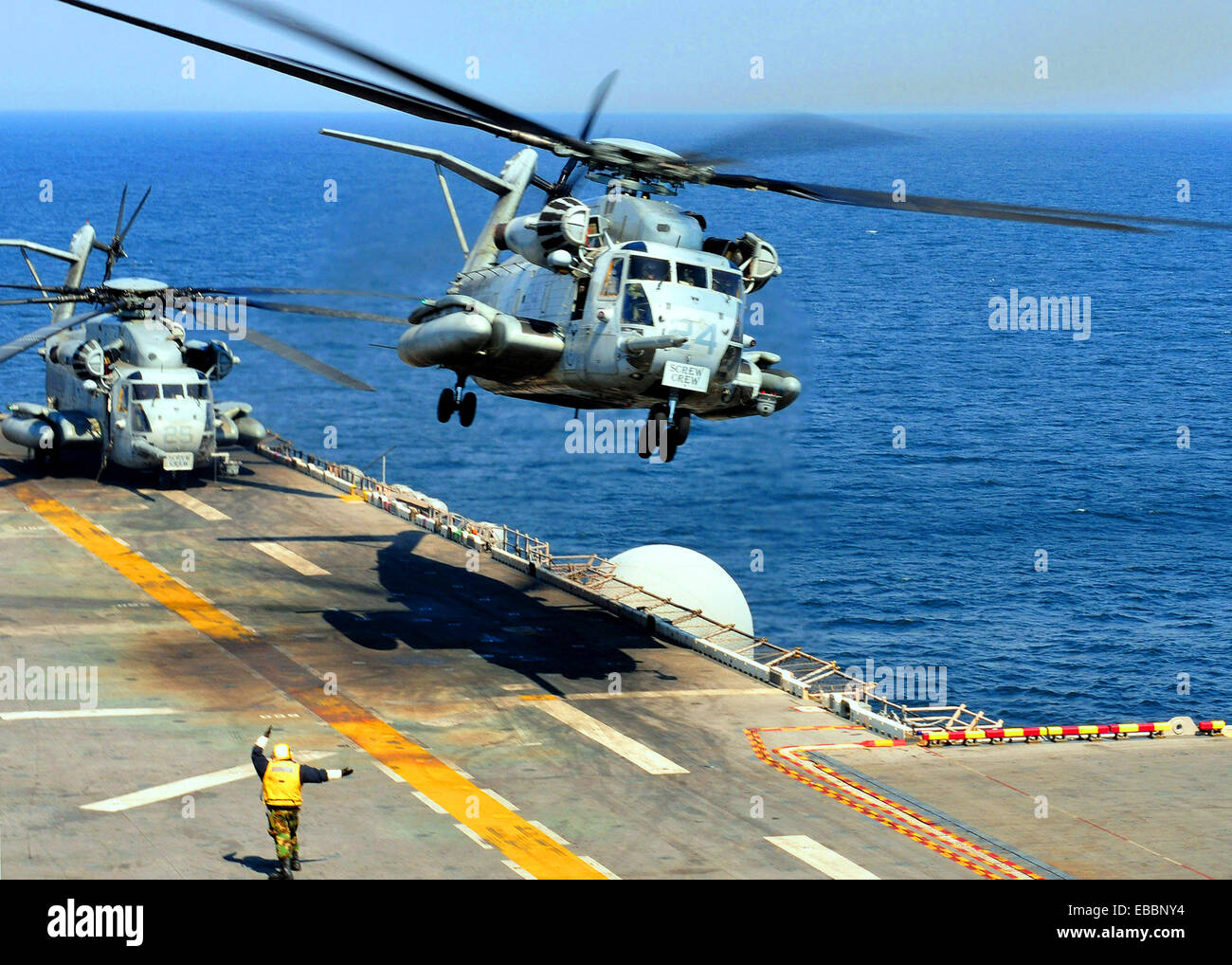 PACIFIC OCEAN (March 29, 2011) A CH-53E Sea Stallion helicopter, assigned to Marine Medium Helicopter Squadron (HMM) - Stock Image