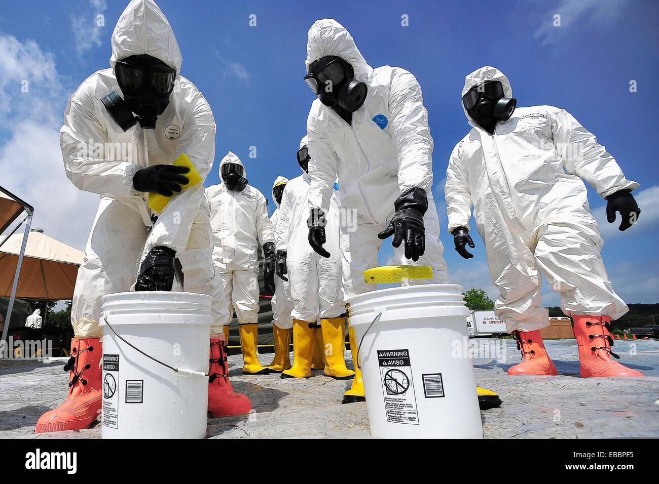 U S  Army Soldiers from the 457th Chemical Battalion, sponge off their level A suits after a simulated nuclear detonation Stock Photo
