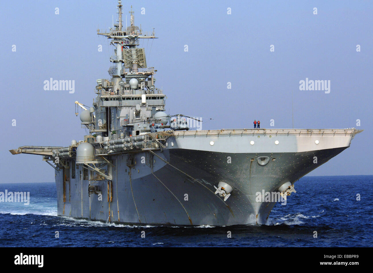 USS Boxer (LHD 4) prepares to come alongside USNS Supply (T-AOE 6) for an underway replenishment Nov. 22, 2006. - Stock Image