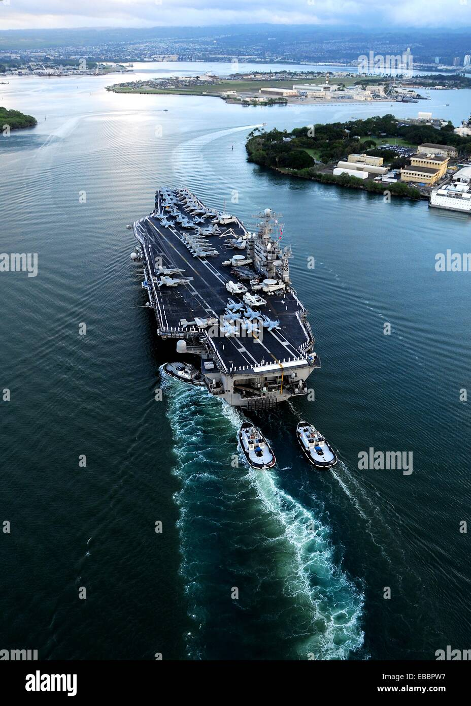 110310-N-CQ682-278 PEARL HARBOR March 10, 2011 The aircraft carrier USS Abraham Lincoln CVN 72 arrives in Pearl - Stock Image