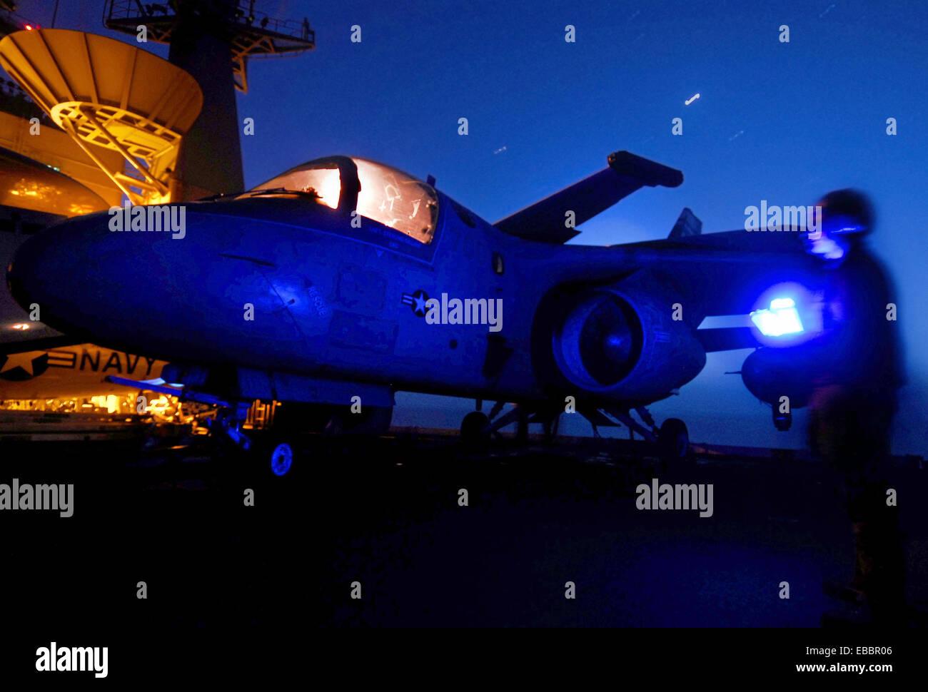 ARABIAN SEA (May 5, 2007) - Airman Malcom Hines performs final preflight checks on an S-3B Viking, from the ´Top - Stock Image