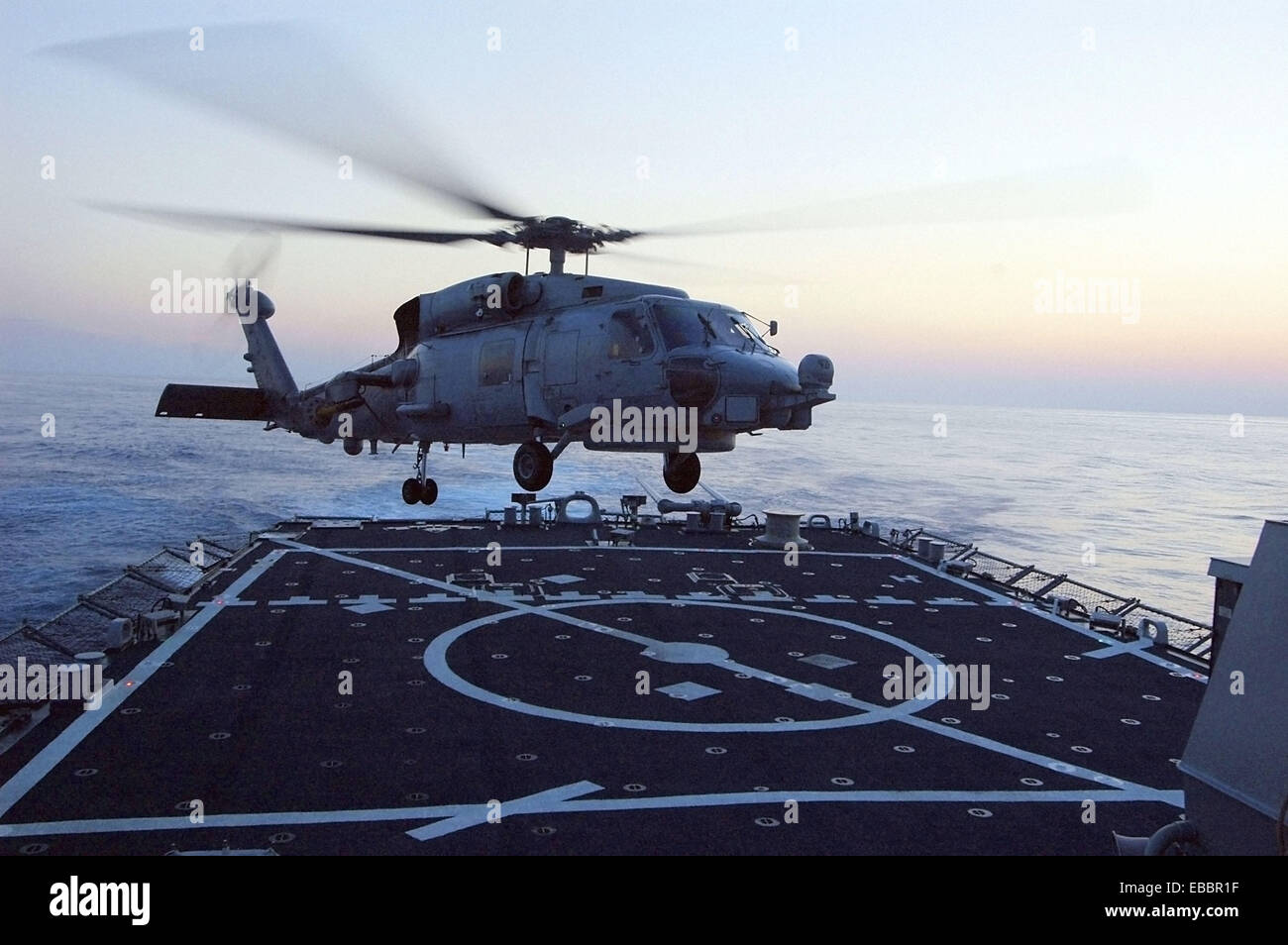 Atlantic Ocean (August 2, 2007) - An SH-60 Seaknight helicopter lands on the flight deck of the guided missile destroyer Stock Photo