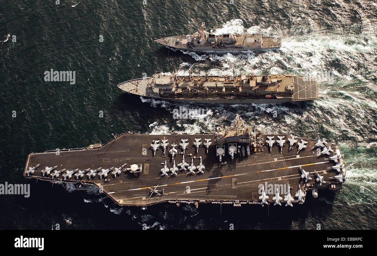 Arabian Gulf - May 20, 2006. Cruising in the Arabian Gulf, USNS Rainier (T-AOE 7), center, provides fuel for the - Stock Image