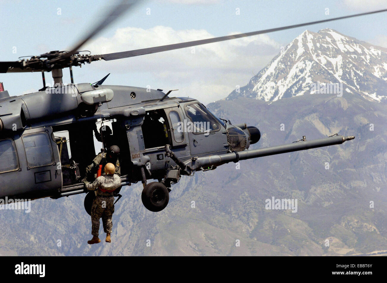 A Utah Army National Guard Soldier is lifted on board an Air Force HH-60 Pave Hawk over the Utah Test and Training - Stock Image