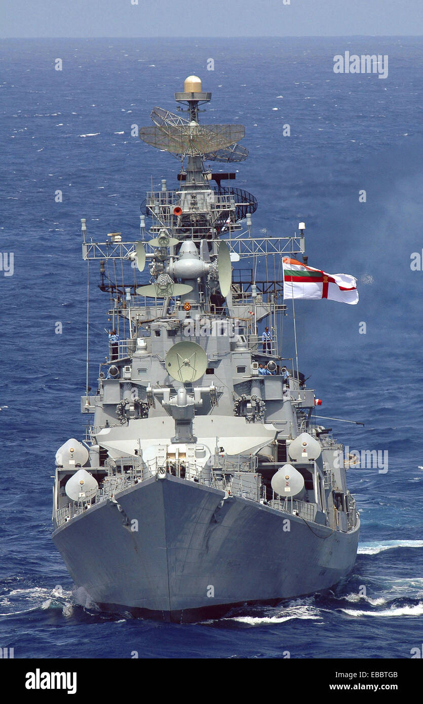 INDIAN OCEAN (Sept. 5, 2007) - An Indian Navy frigate takes position during Malabar 2007, an exercise involving - Stock Image