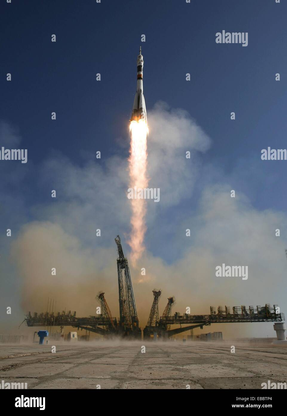 The Soyuz TMA-16 launches from the Baikonur Cosmodrome in Kazakhstan on Wednesday, Sept  30, 2009, carrying Expedition - Stock Image